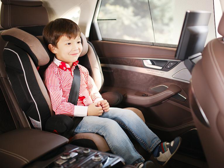 Essere genitore: scegliere il seggiolino auto